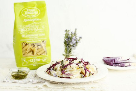 Penne rigate with ricotta cheese, red cabbage and rosemary oil