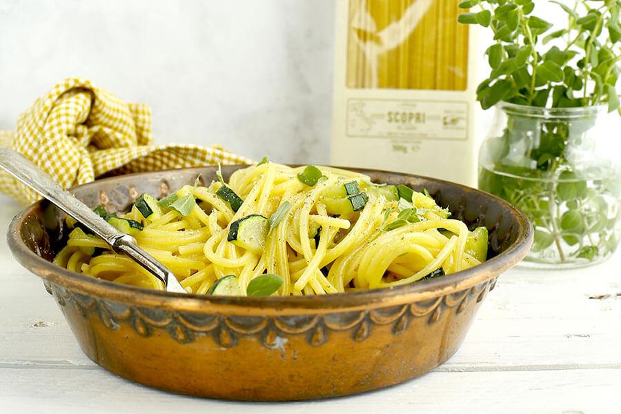 Spaghetti with zucchini carbonara