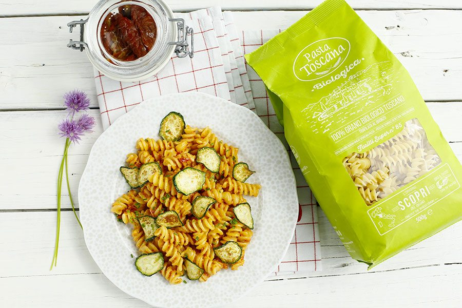 Fusilli with dried tomato pesto and zucchini chips