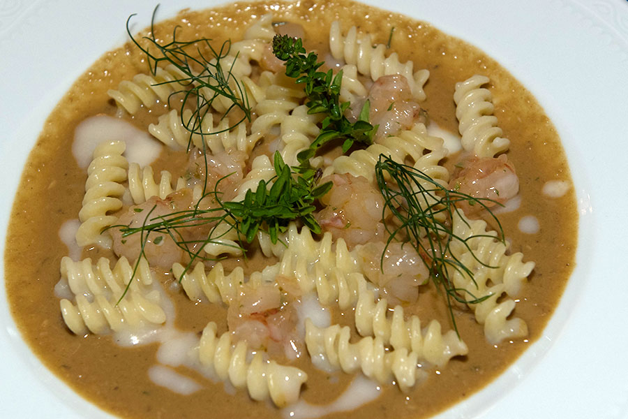 Fusilli with mussels broth and shrimp tartare with lime