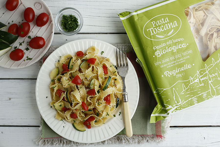 Reginelle with zucchini and cherry tomatoes