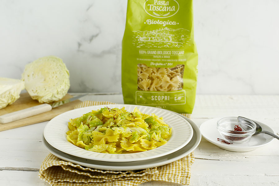 Farfalle with savoy cabbage and saffron