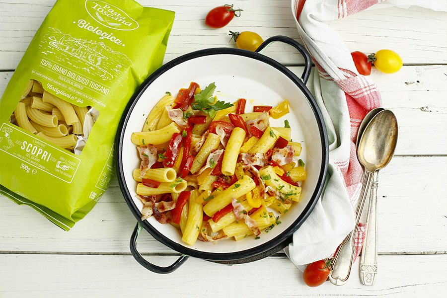 Tortiglioni with peppers and bacon
