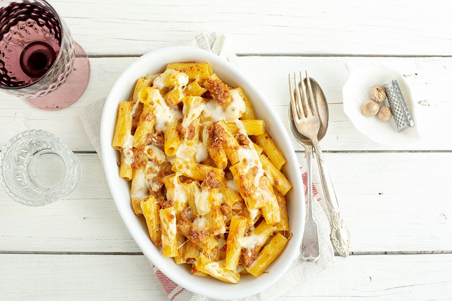Tortiglioni casserole with meat sauce and bechamel