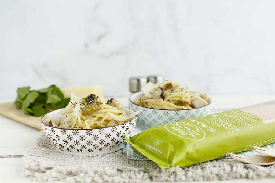 Spaghetti con funghi porcini e pecorino