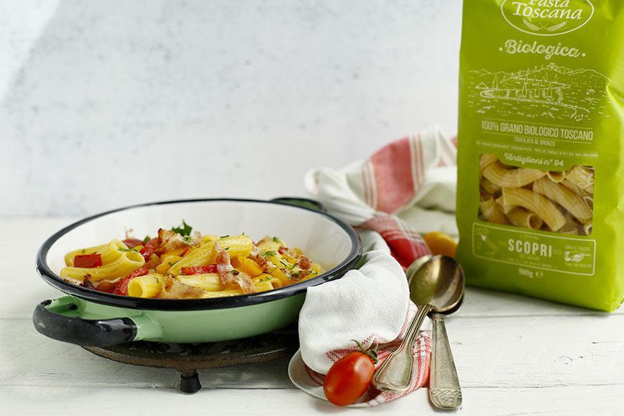 Tortiglioni con peperoni e pancetta